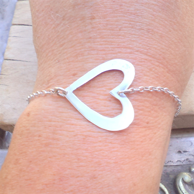 Side heart sterling silver bracelet