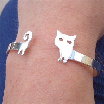 Kitty wrap around silver bracelet