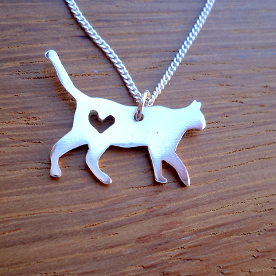 Kitty with heart pendant