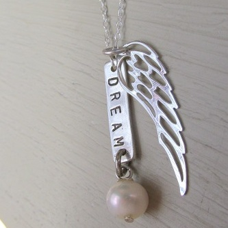 Dream, pearl and wing necklace